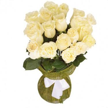15 белых роз