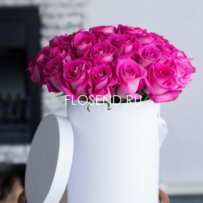 25 розовых роз в коробке