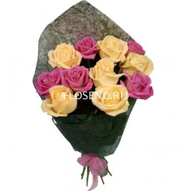 Букет из 11 кремовых и розовых роз